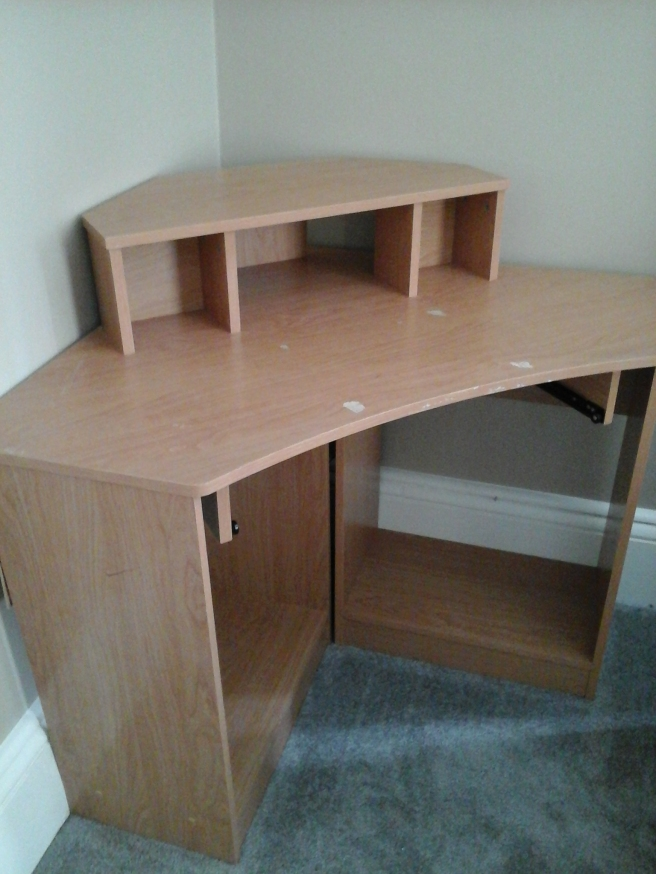 Empty corner desk