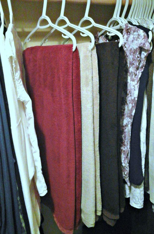 Hanging linen storage